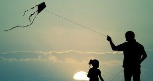 pais-e-filhos-praticando-esporte